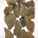 Kamień naturalny w szklanym naczyniu