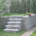 Wykorzystanie gabionów jako schody do ogrodu